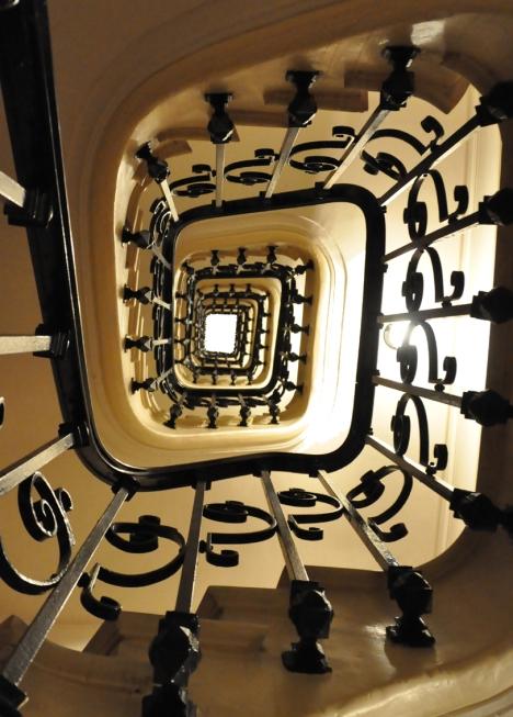 Escalier_recoupe_fond_blanc
